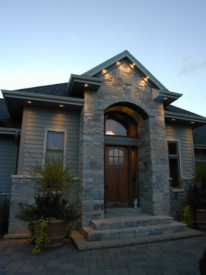 Traditional Entry by Fein Design