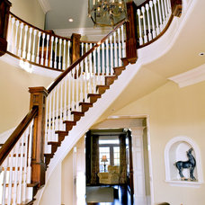 Traditional Entry by Deer Creek Homes, Inc.