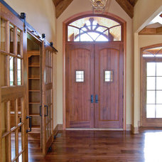 Traditional Entry by First Choice Custom Homes