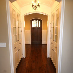 traditional entry by Matthies Builders