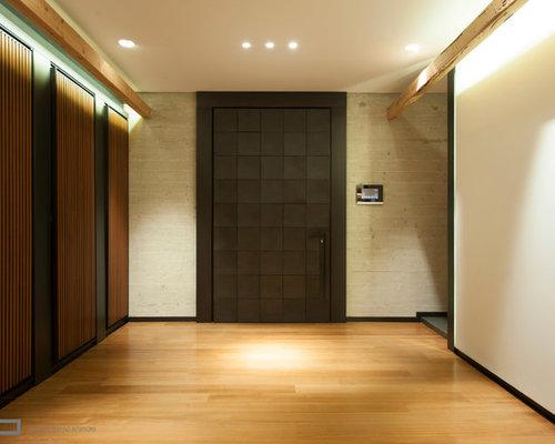 entr e moderne avec un sol en contreplaqu photos et id es d co d 39 entr es de maison ou d. Black Bedroom Furniture Sets. Home Design Ideas