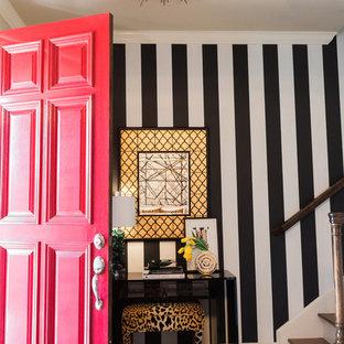 ダラスのエクレクティックスタイルのおしゃれな玄関の写真