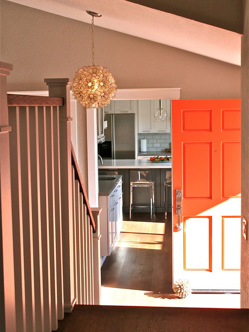 Hall d 39 entr e avec une porte orange photos et id es d co - Idee deco entree appartement ...