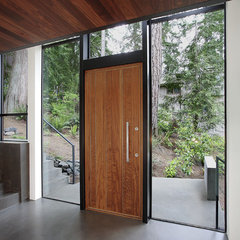 modern entry by David Vandervort Architects