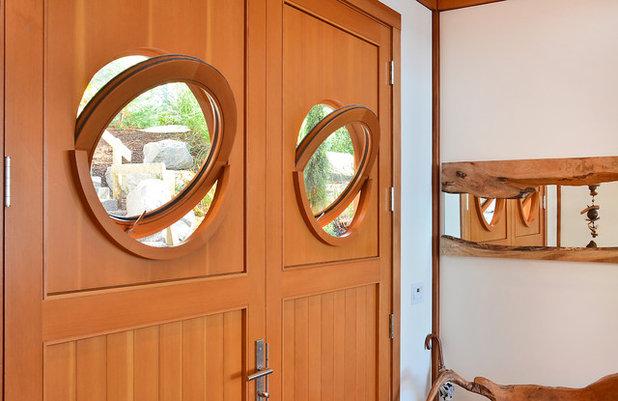 Contemporary Entry by Streamline Design Ltd. - Kevin Simoes