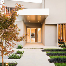 Contemporary Entry by DDB Design Development & Building