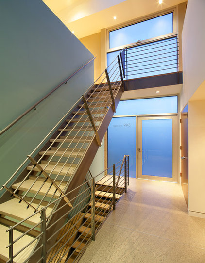 Modern Entry by Dean Nota Architect