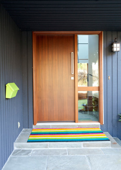 Contemporary Entry by PURE Design Inc