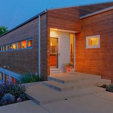 Modern Entry by Genesis Architecture, LLC.