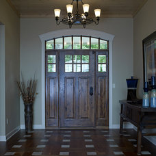 Traditional Entry by Thelen Total Construction