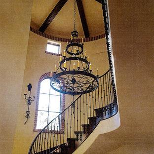 ラスベガスの巨大な両開きドア地中海スタイルのおしゃれな玄関ロビー (ベージュの壁、テラゾの床、濃色木目調のドア、ベージュの床) の写真