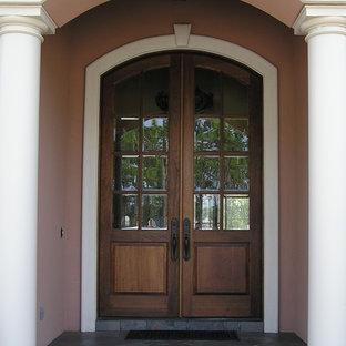 Foto på en mellanstor rustik ingång och ytterdörr, med rosa väggar, skiffergolv, en dubbeldörr och mörk trädörr