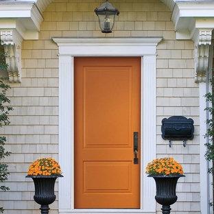Mittelgroße Klassische Haustür mit beiger Wandfarbe, Einzeltür und orangefarbener Tür in Omaha