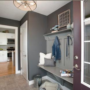 ボストンの中くらいの片開きドアトランジショナルスタイルのおしゃれなマッドルーム (グレーの壁、セラミックタイルの床、紫のドア) の写真
