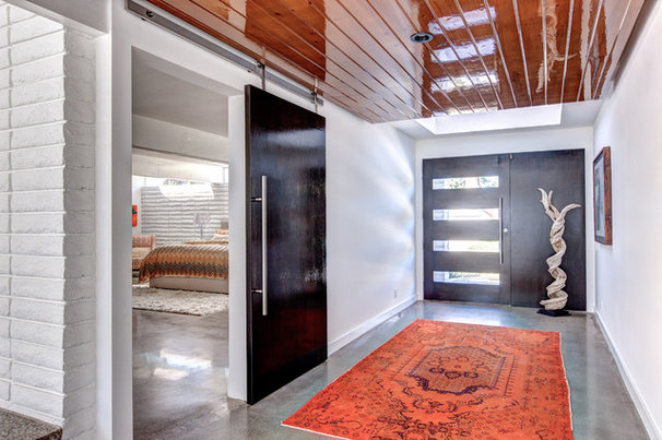Contemporary Entry by Christiano Homes, Inc.