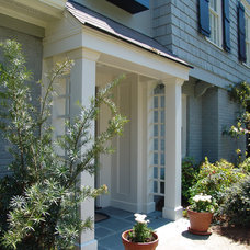 Traditional Entry by Soorikian Architecture