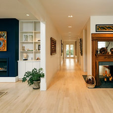 Transitional Entry by Laurence Cafritz Builders