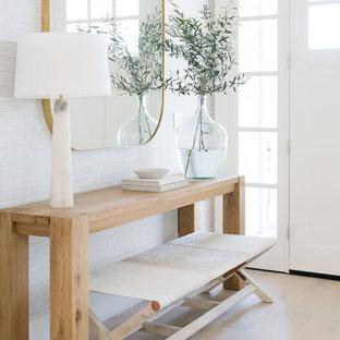Foto de entrada costera con paredes blancas, suelo de madera clara, puerta simple, puerta blanca y suelo beige