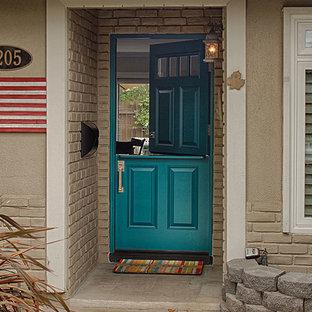 Foto på en mellanstor vintage ingång och ytterdörr, med bruna väggar, en tvådelad stalldörr och en grön dörr