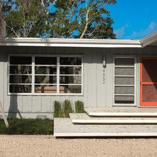 Midcentury Entry by Dane Spencer Landscape Architecture