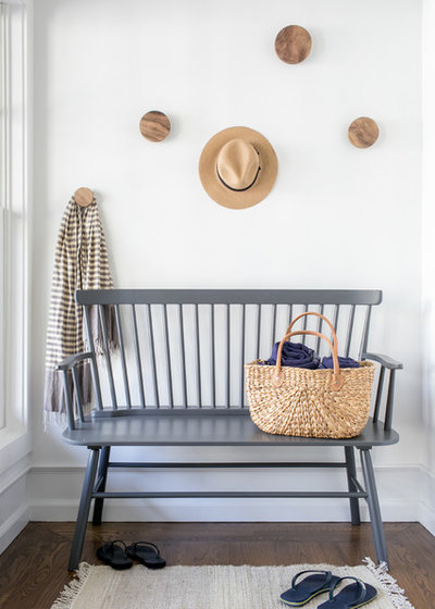 Beach Style Entry by Chango & Co.