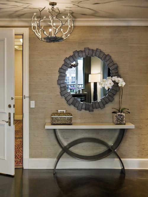 Entr e avec un sol en bois fonc photos et id es d co d for Classique ideas interior designs inc