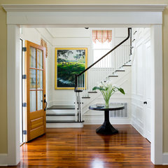 traditional entry by WaterMark Coastal Homes, LLC