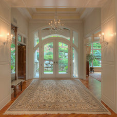 Traditional Entry by Anderson Master Builders