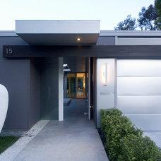 Modern Exterior by slosardesign