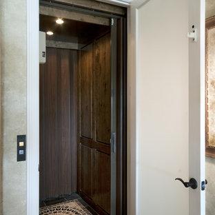 Entryway - traditional entryway idea in Miami