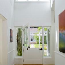 Contemporary Entry by Glynn Designbuild, Inc.