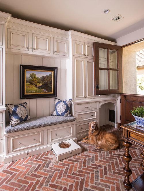 Phoenix entryway design ideas remodels photos for Large mudroom ideas