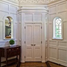 Traditional Entry by Bradley Woodcraft, Inc.