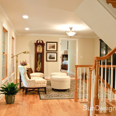 Traditional Entry by Sun Design Remodeling Specialists, Inc.