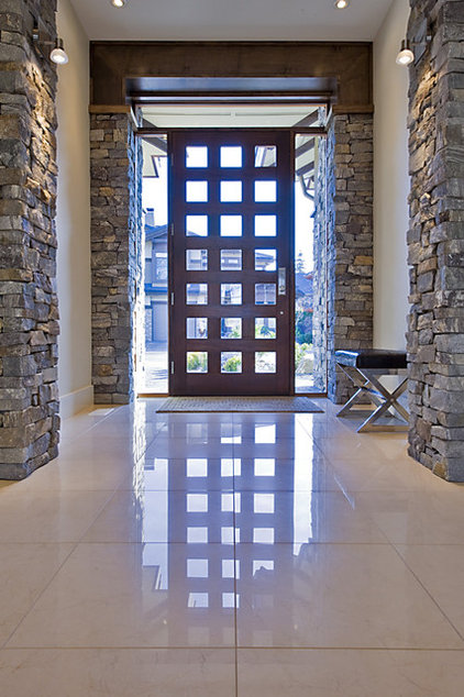 Contemporary Entry by Begrand Fast Design Inc.