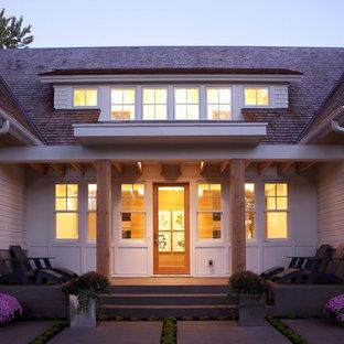 Свежая идея для дизайна: прихожая в современном стиле с одностворчатой входной дверью и стеклянной входной дверью - отличное фото интерьера