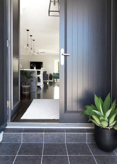 Contemporary Entrance by Donna Guyler Design