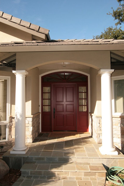traditional entry by Nunley Custom Homes