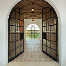 rustic entry by Hugh Jefferson Randolph Architects