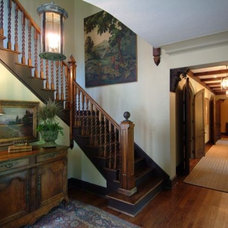 Traditional Entry by Erdreich Architecture, P.C.