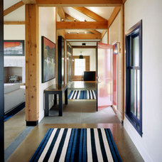 Modern Entry by Hart Associates Architects, Inc.