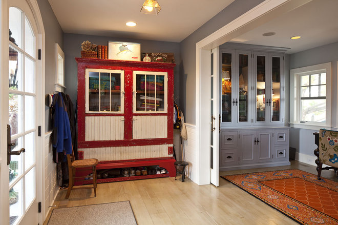 Traditional Entry by Hendel Homes