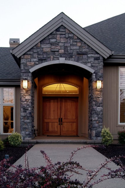 Traditional Entry by Kaufman Homes, Inc.