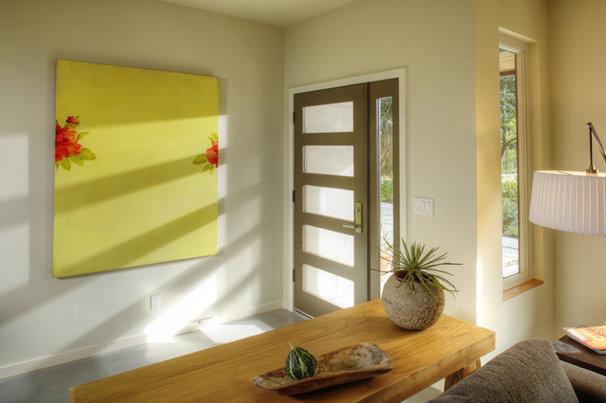 Contemporary Entry by MAK Design + Build Inc.