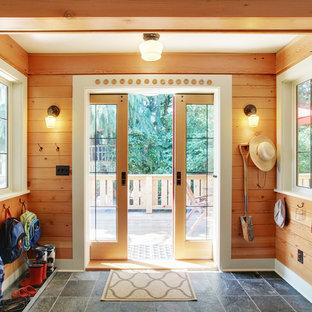 Idee per un ingresso con anticamera rustico con una porta a due ante, una porta in vetro e pavimento grigio