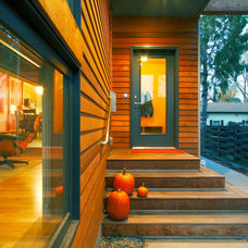 Modern Entry by RoehrSchmitt Architecture