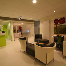 Modern Entry by Pennings Interieur Architecten