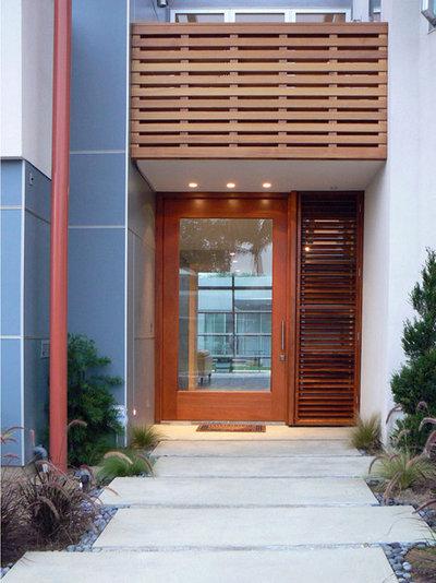 Modern Entry by Stephen Dalton Architects