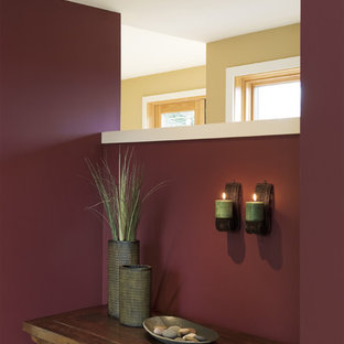 На фото: прихожие в современном стиле с фиолетовыми стенами