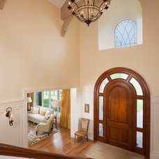 Traditional Entry by THINK architecture Inc.
